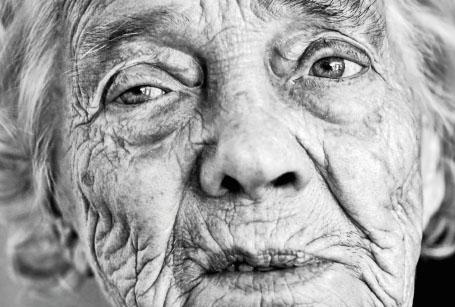 Der HSR Roboter hilft älteren Menschen im Alltag