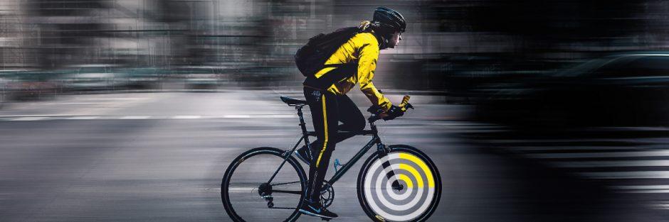 Fahrradfahrer einer Smart City – Wir zeigen Projekte und Technologien hinter Smart Cities